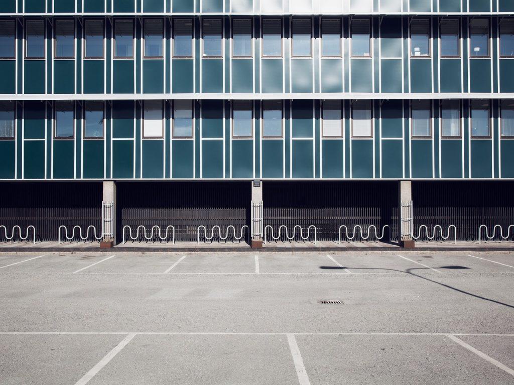 オフィスの駐車場