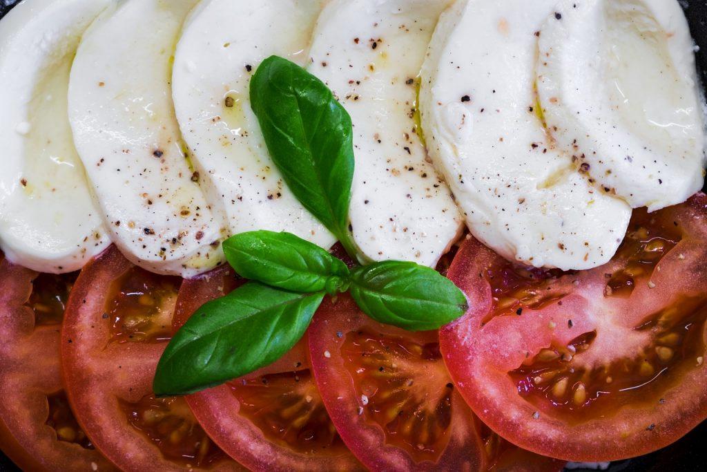 モッツァレラチーズとトマトいサラダ