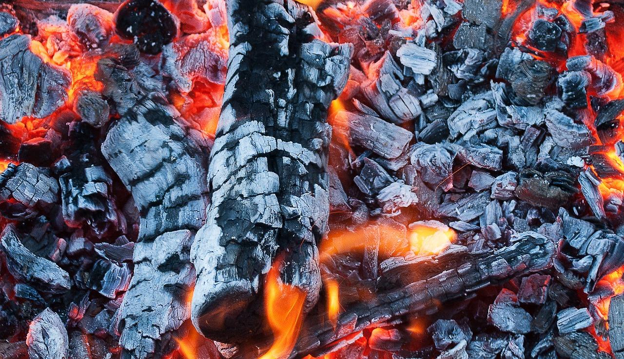 バーベキュー の炭火