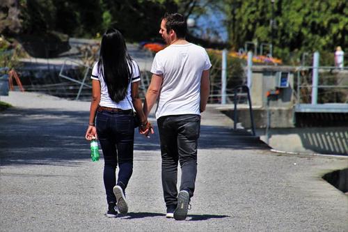 動きやすい格好のカップル